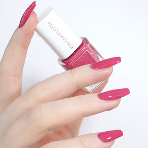 KIA CHARLOTTA Nail Polish Confident | Raspberry Pink | Vegan Cruelty-Free 14-Free | Bottle & Hands | BeoVERDE.ie