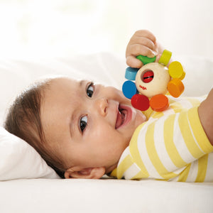 Whirlygig | Wooden Baby Clutching Toy | HABA | Lifestyle: Baby with Clutching Toy | BeoVERDE.ie
