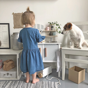 JaBaDaBaDo Kitchen With Pot & Pan | Scandi-Style Pretend Play Kitchen | Lifestyle – Girl Playing in Play Kitchen | BeoVERDE.ie