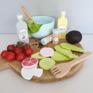 JaBaDaBaDo Smoothie Set | Wooden Pretend Play Toy | Lifestyle – Salad Set on Chopping Board | BeoVERDE.ie