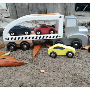 JaBaDaBaDo Car Transporter with 3 Sport Cars | Wooden Imaginative Play Toy | Side View  - Cars on Trailer – Lifestyle | BeoVERDE.ie