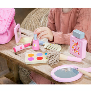 New Classic Toys Make Up Set | Wooden Pretend Play Toy | Lifestyle – Girls Playing Close Up | BeoVERDE.ie