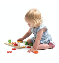 Load image into Gallery viewer, Tender Leaf Counting Carrots | Hand-Crafted Wooden Educational Toy | Girl Playing | BeoVERDE.ie