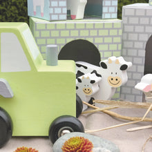 Load image into Gallery viewer, JaBaDaBaDo Farm Tractor | Wooden Imaginative Play Toy | Closeup Tractor and Cows| BeoVERDE.ie