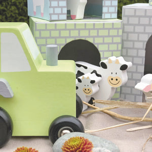 JaBaDaBaDo Farm Tractor | Wooden Imaginative Play Toy | Closeup Tractor and Cows| BeoVERDE.ie