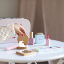Load image into Gallery viewer, JaBaDaBaDo Make Up Bag | Wooden Pretend Play Toy | Lifestyle – Closeup Set | BeoVERDE.ie