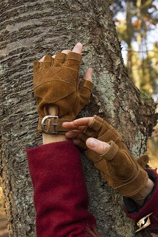 Celtic Gloves Suede - Brown - Avothea Store
