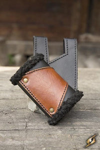 Holder Black Fur - Black/Brown - R-Hand - Avothea Store