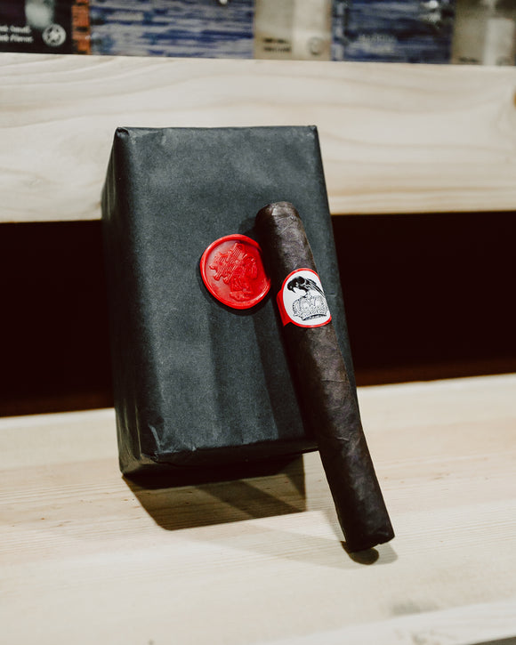 Stolen Throne Crook of the Crown Robusto - Bundle of 20