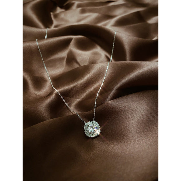 Classic Elegant Necklace