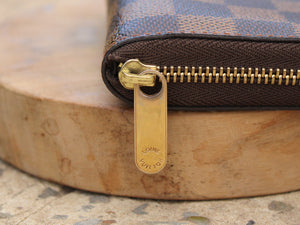 Louis Vuitton - Porte monnaie Zippy Padlock