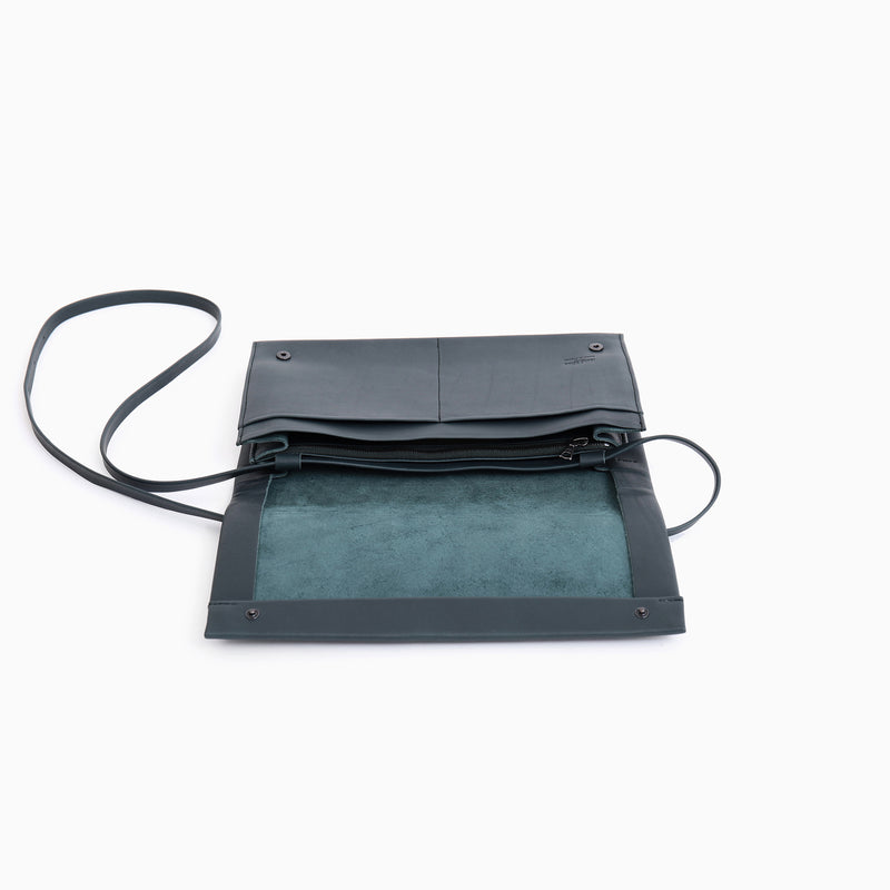 N°823 PLEATS  CLUTCH WITH BELT