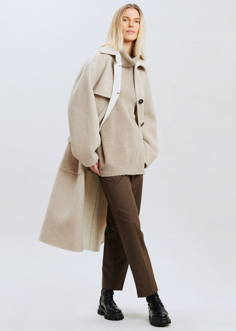 Wool Inner Contrast Overcoat in Oatmeal