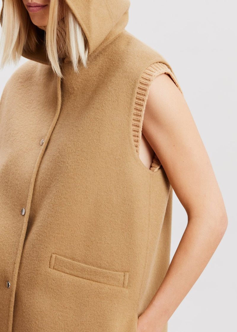 Hooded Wool Vest in Hazelnut