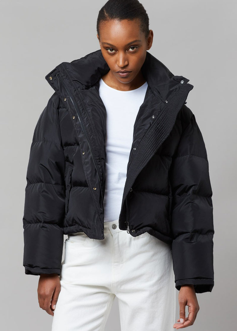 Cropped Hooded Puffer in Black