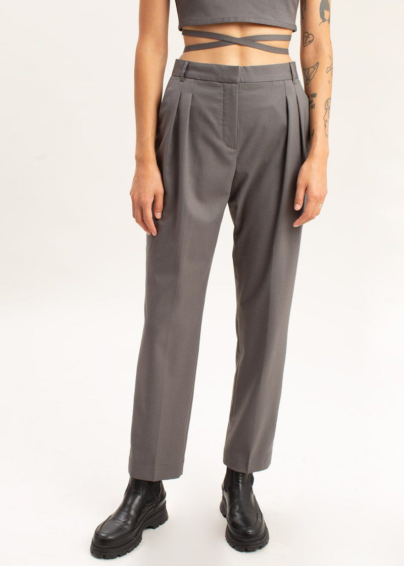 Banker Tapered Pants by The Garment in Concrete