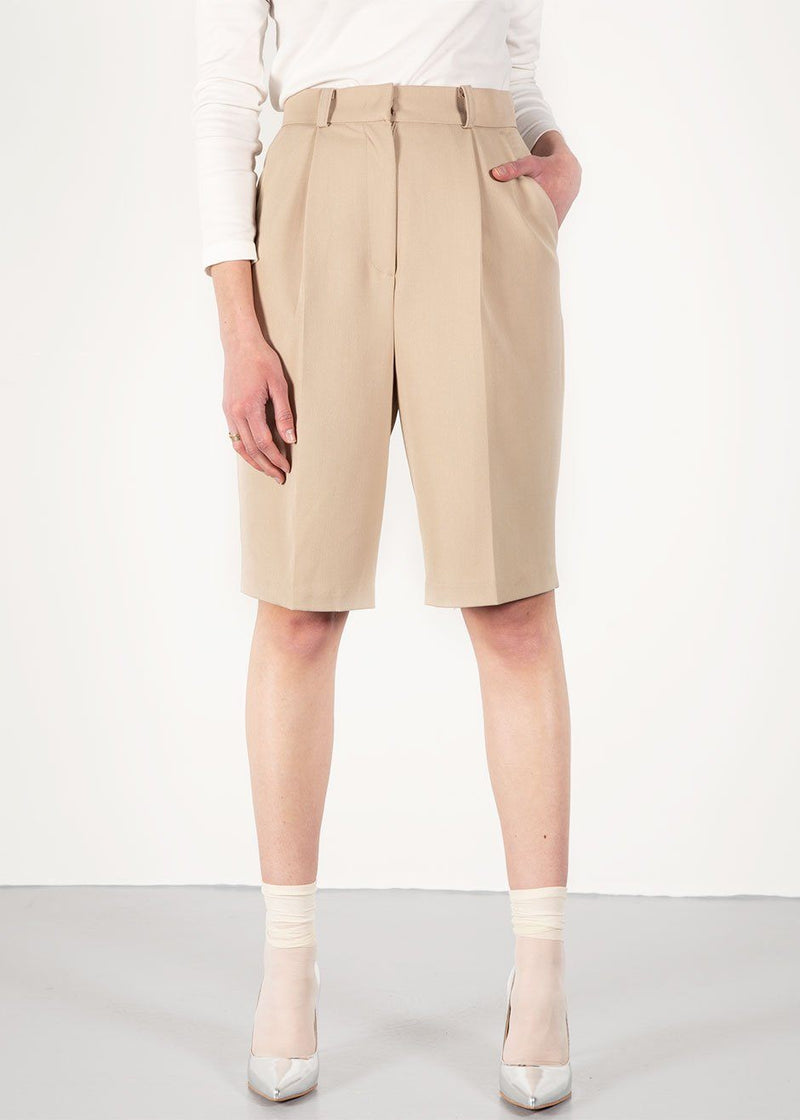 Julie Bermuda Shorts in Beige Shorts The Frankie Shop