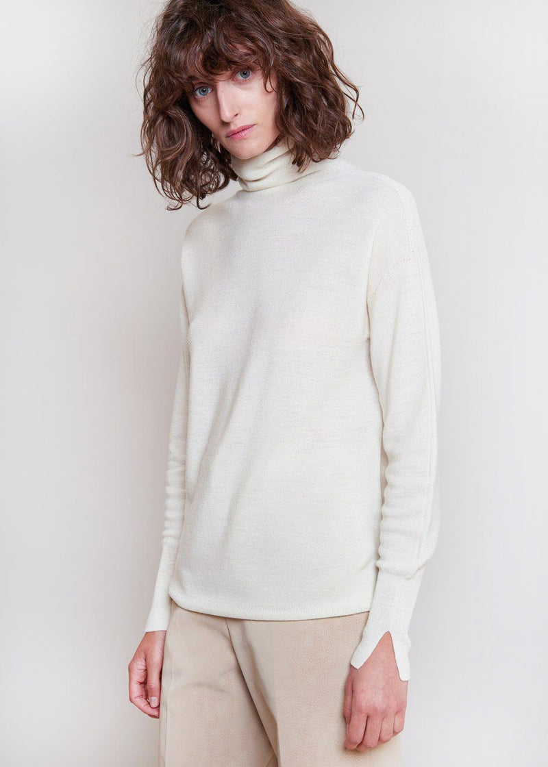 Loose Waffle Knit Turtleneck Sweater in Pearl