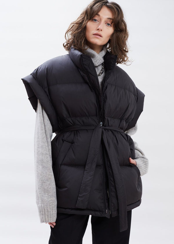 Oversized Puffer Vest in Black Vest Bar