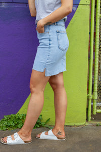 Our Albi Skirt is the easy to wear, stretchy denim skirt you need this summer!   Details:  Functional pockets Small split either side  Slightly longer and back than the front Frayed hemline Colour:   Light blue denim Sizing:   Elle wears a size 10 & is 168CM Size range 8-16 Fabric:  95% Cotton & 1% Elastane  Measurements: Size 16  Waist: 45cm Length Front: 43cm Length Back: 45cm Care Instructions:   Warm wash