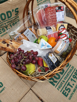 Rod's Picnic Basket / Everything you need for a fab picnic( will come in a gift box)