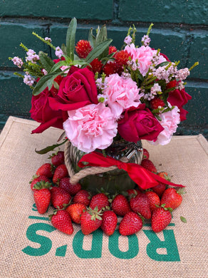 Valentine's day- Posy Mix with Strawberries Gift set