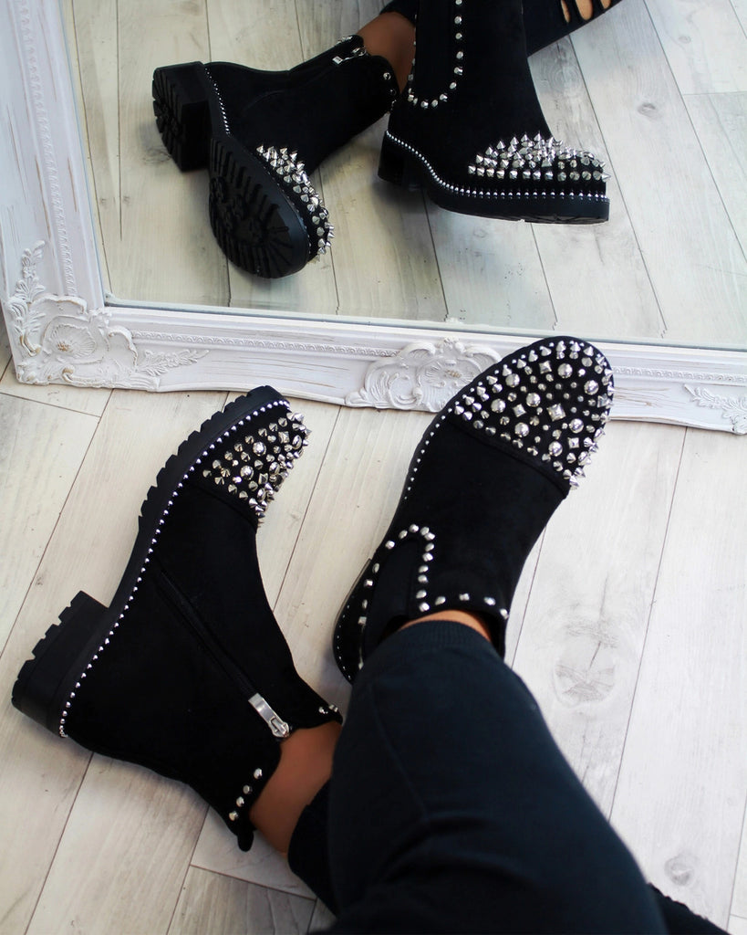 Oversized women's boots