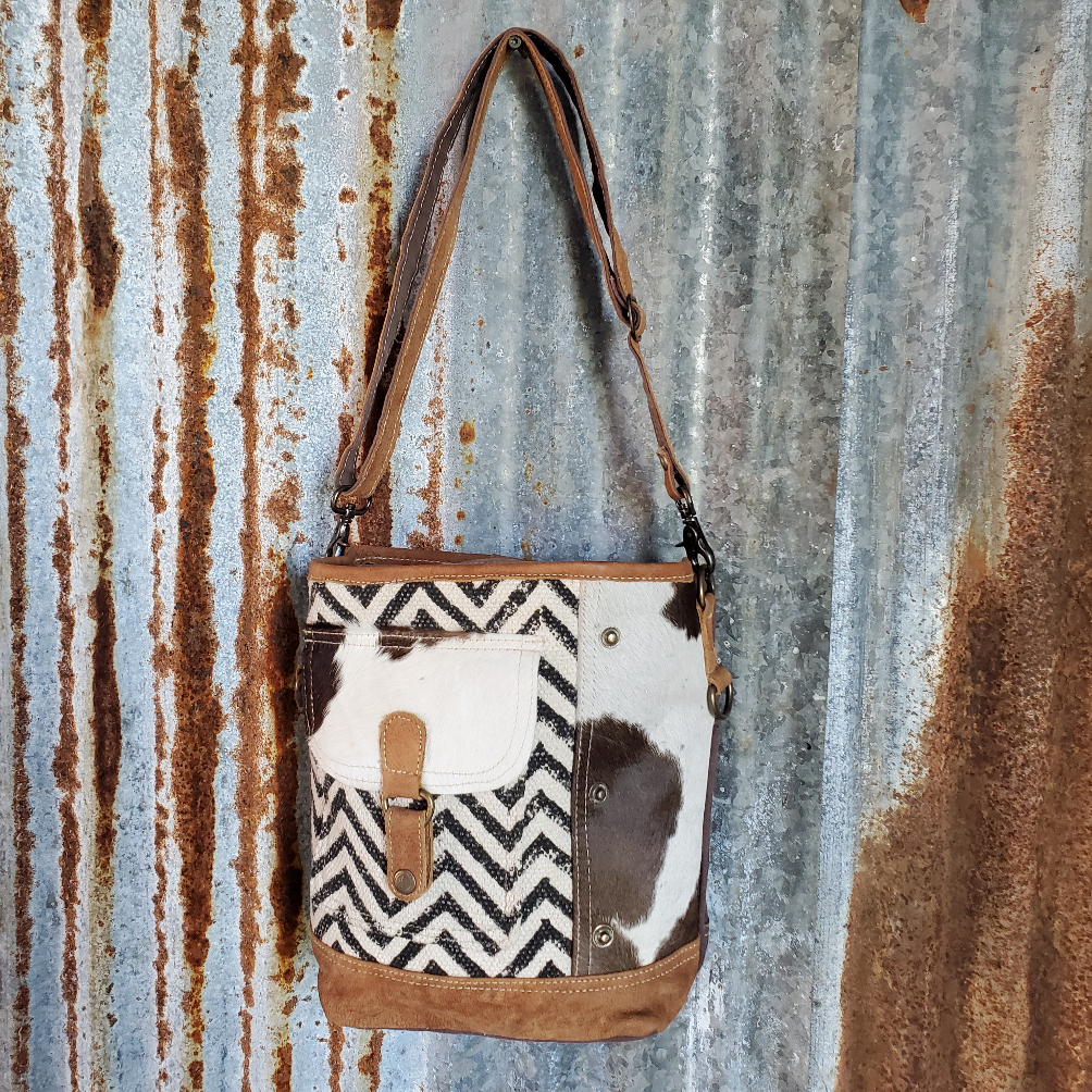 Black and White Chevron Pocket Cross Body Front
