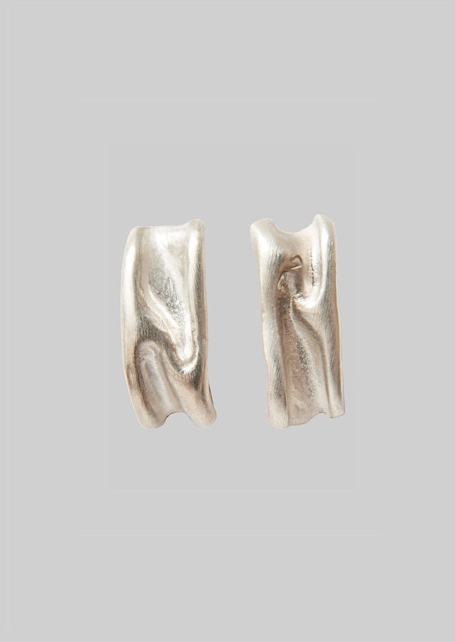 Emma Aitchison Linear Ripple Earrings | Silver