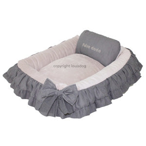 puppy dog, dog bet, ruffled dog bed, cute dog bed,