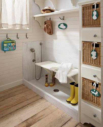 Mudroom, Dog wash station, clean mudroom, organized mudroom, home decor, children's mudroom, hall entryway