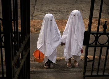 ghost costume, halloween, organized, organizing tips, san diego, chicago, san francisco, washington dc, south florida, twin cities,