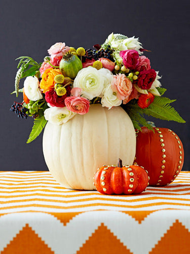 clever halloween ideas, funny pumpkin carvings, jack o lanterns, funny jack o lanterns, little pumpkins, pumpkin carvings, creative pumpkin carvings, halloween decor, fall flowers, fall flower displays, flowers and pumpkins, pumpkin vases, fall vases, halloween vases