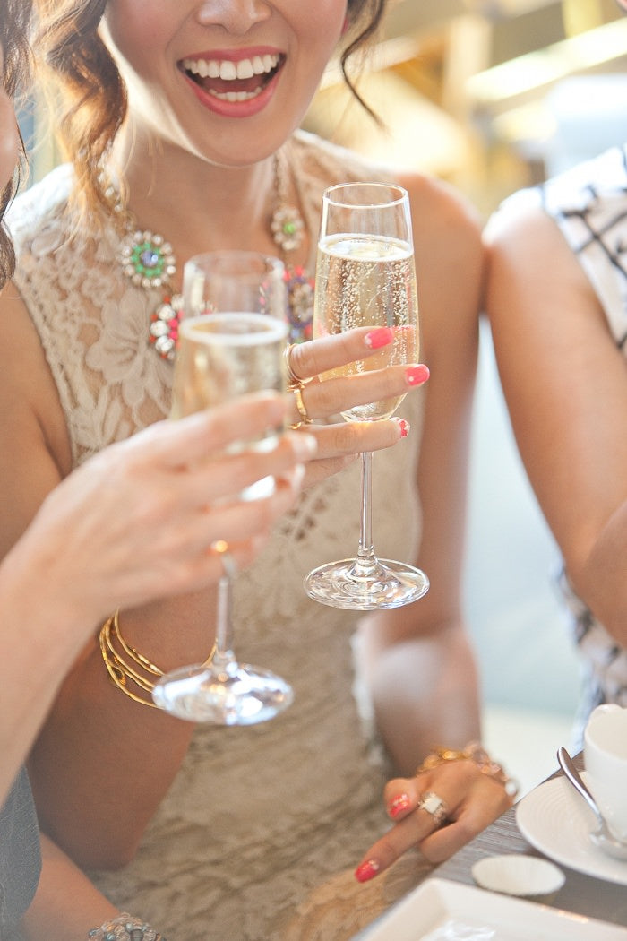 champagne, bubbles, cheers, party ideas, how to organize a party, party planning tips, party ideas, organizing tips for party
