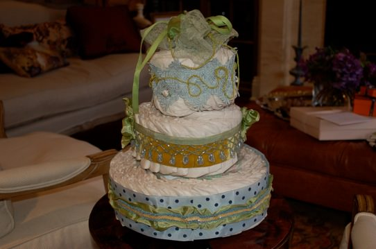 diaper cake, diapers, baby shower cake, baby shower ideas, baby shower gifts, baby gifts, baby gift ideas, diy gift, diy baby gift,  san francisco, chicago, washington dc, south florida, organizers, party, diy party