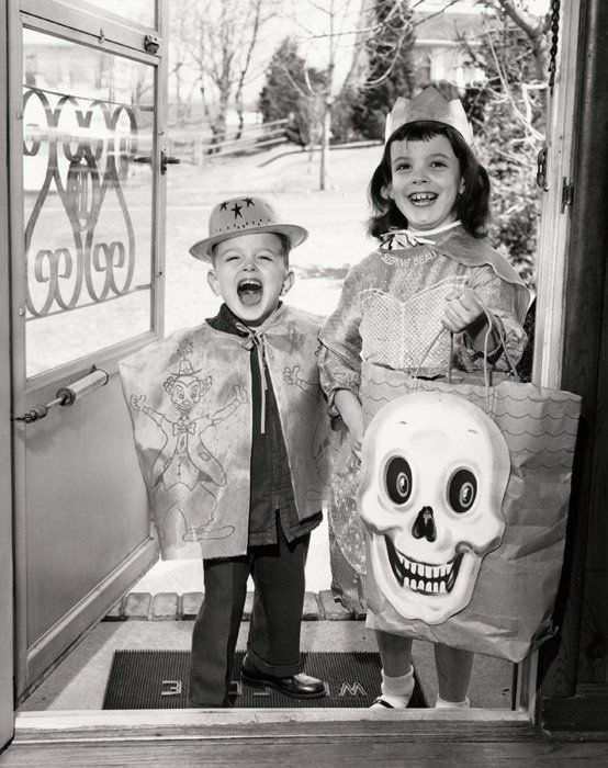 vintage halloween, black and white, young kids, halloween costumes, professional organizer, San Diego, San Francisco, Chicago, Washington DC, Twin Cities, South Florida
