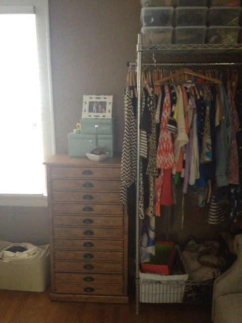organized room, organized bedroom, hangers, hanging rod, rolling rack, modern clothes,