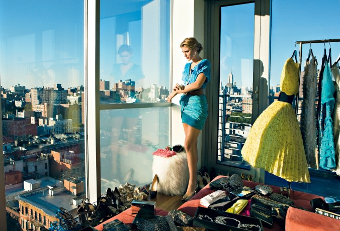Vogue, Vogue Magazine, New York Apartment, Couture Clothing, Model in New York, Organizing