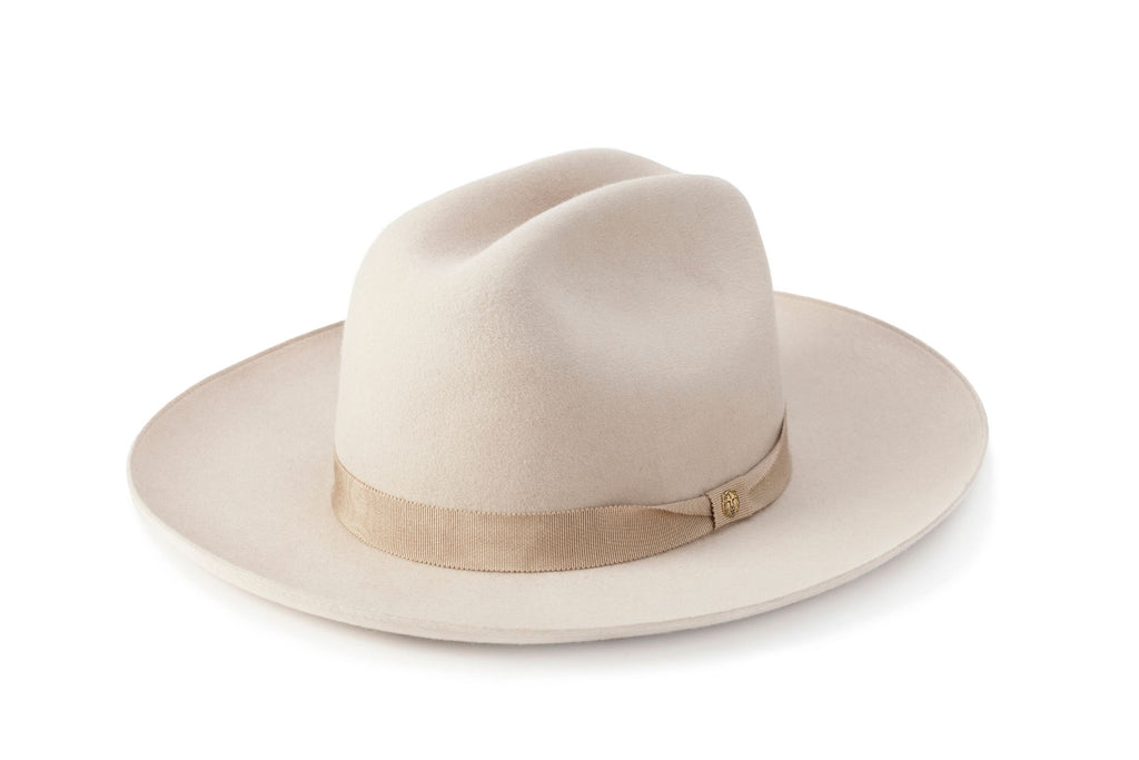 TAU Dallas ivory hat cowboy kalap fur felt decorated with tonal petersham and lion logo designed in Budapest unisex accessory
