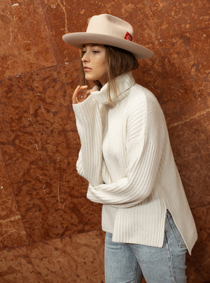 TAU Dallas ivory hat cowboy kalap fur felt decorated with tonal petersham and lion logo designed in Budapest unisex accessory womanswear lookbook picture