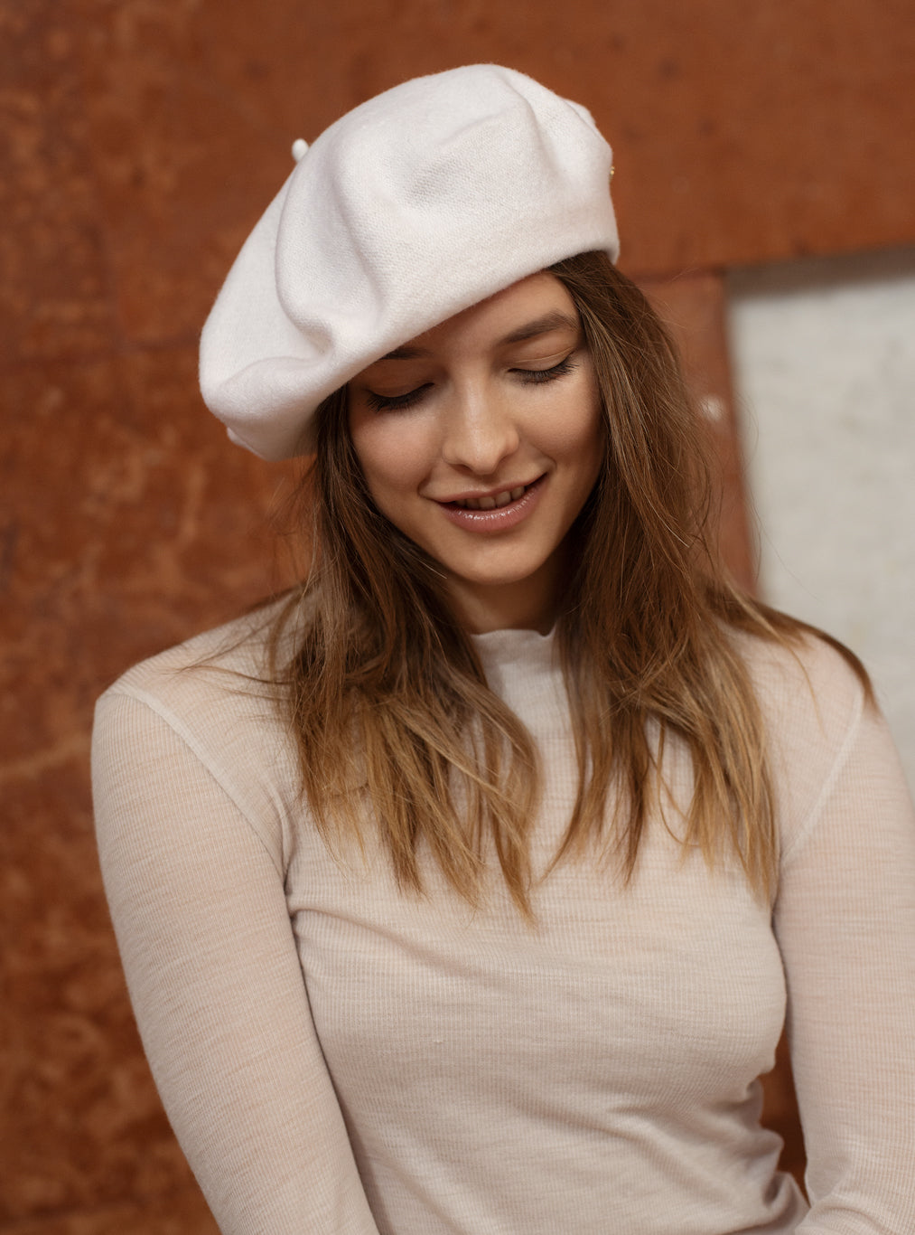 TAU Paris white beret hat best quality pure wool gyapjú barett designed in Budapest womanswear accessory winter chic look with lion pin lookbook picture
