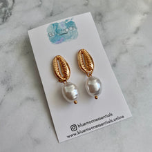 Load image into Gallery viewer, Gold Cowry Earring