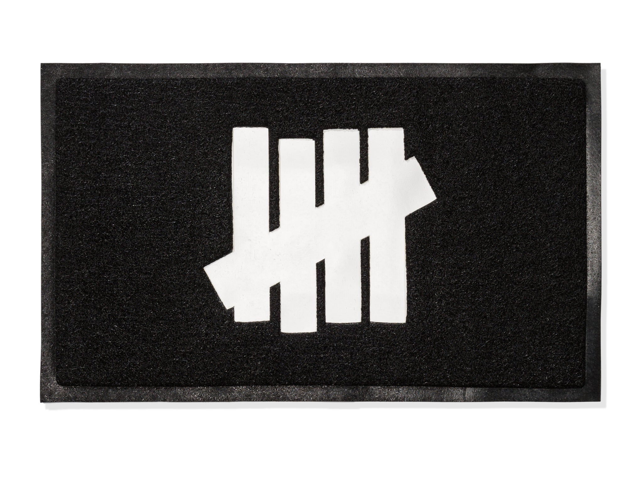 UNDEFEATED ICON DOOR MAT - BLACK