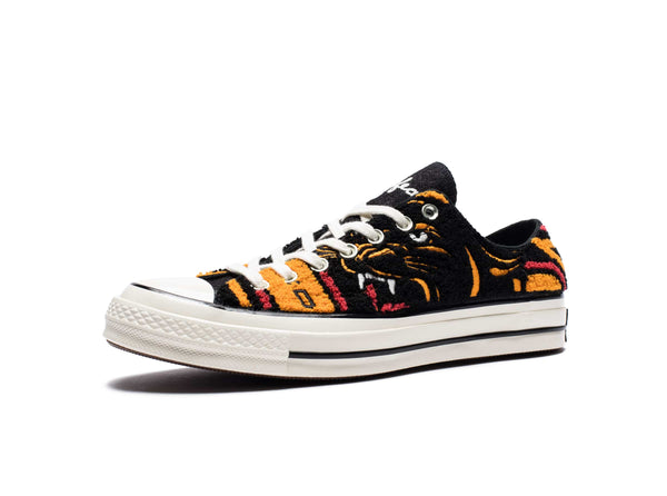 93415df86bab CONVERSE X UNDEFEATED CHUCK 70 OX - APRICOT BAKEDAPPLE BLACK