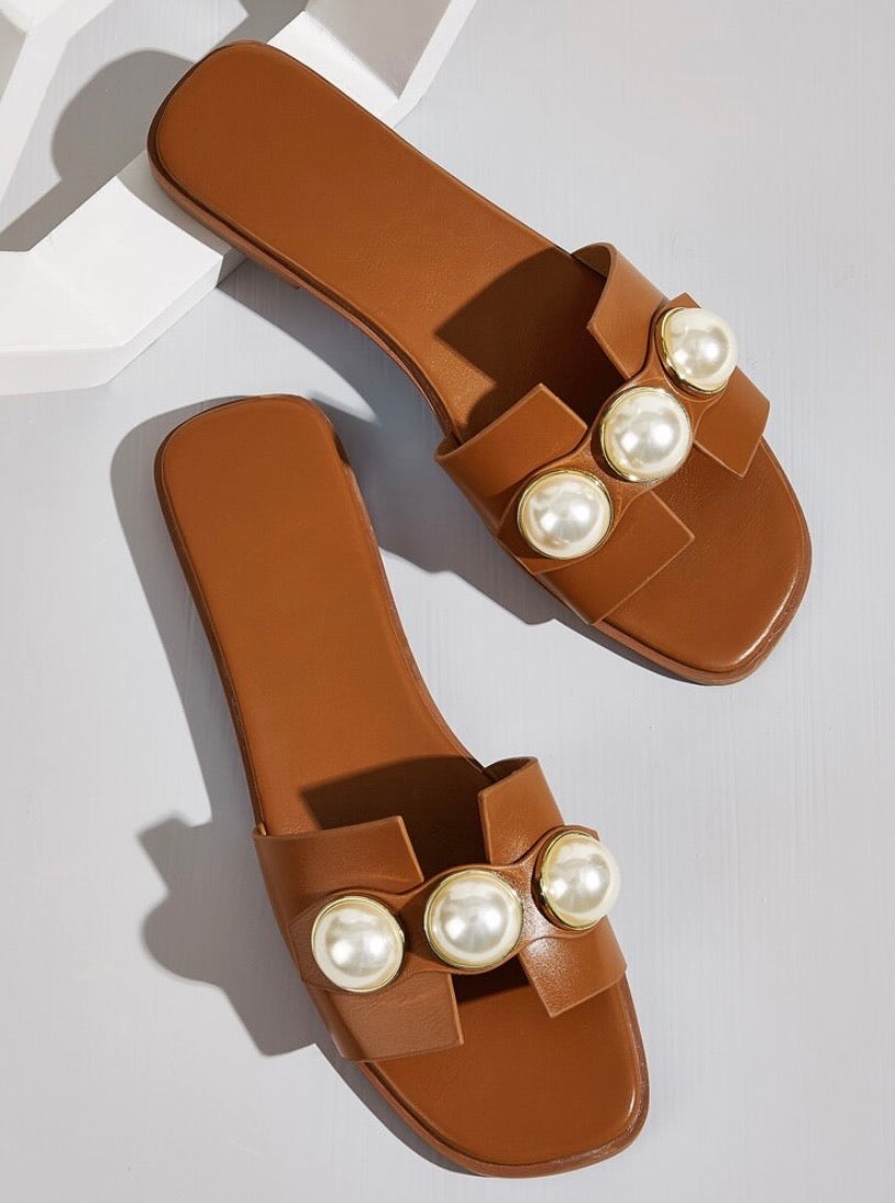 Pearl Sliders (Tan)