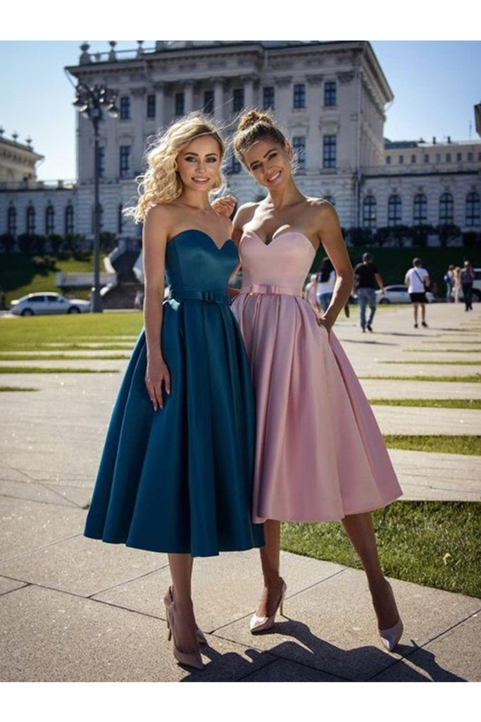 A-Line/Princess Satin Bowknot Sweetheart Sleeveless Tea-Length Homecoming