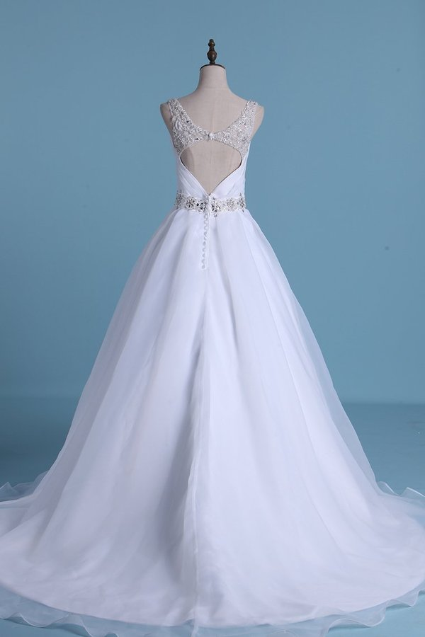 2020 Open Back V Neck Wedding Dresses Organza With Beads P9RDK8Q4