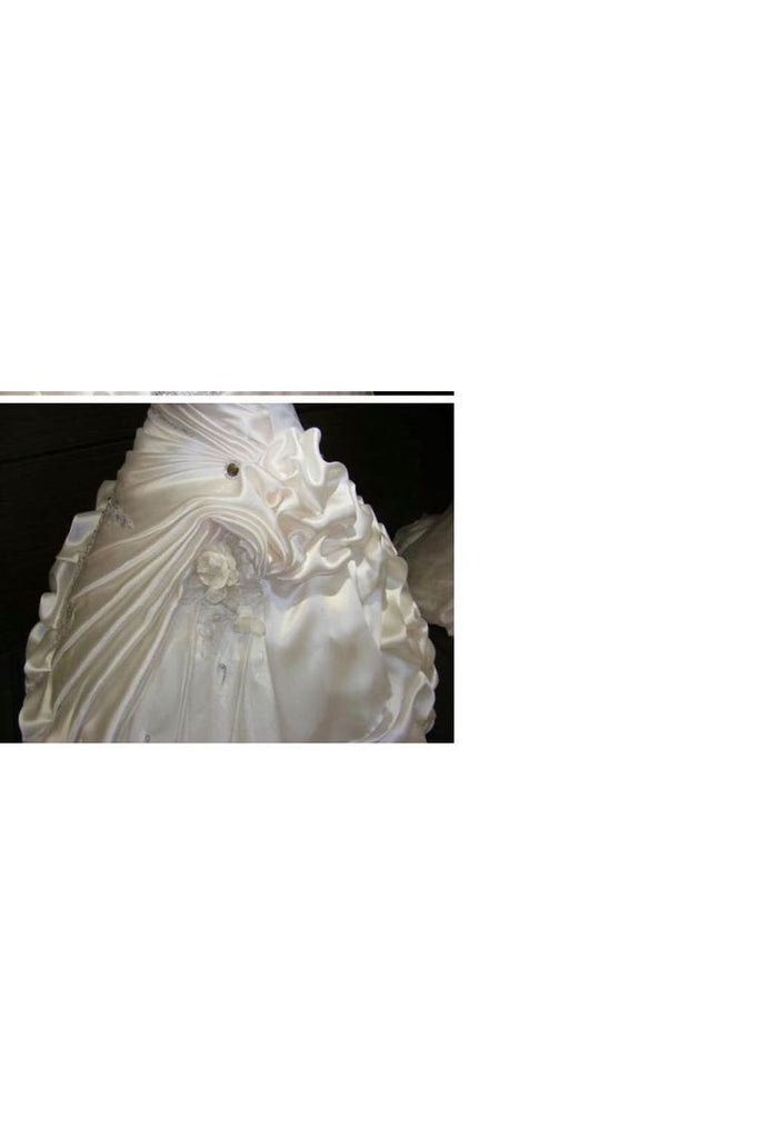 Wedding Dresses Sweetheart Taffeta With Ruffles And Beads Chapel