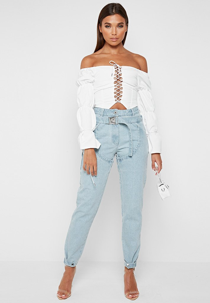 buckle-belt-mom-jeans-blue