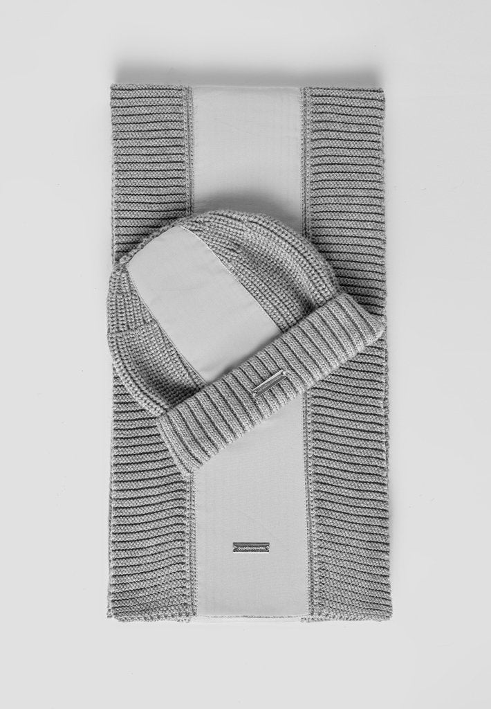 knitted-panel-scarf-grey